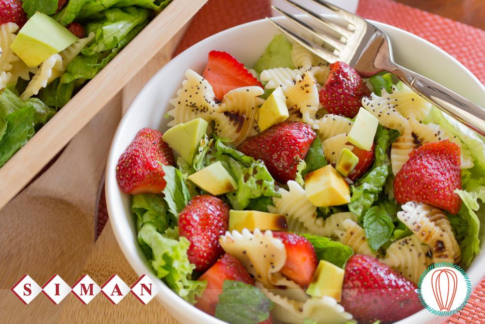 Strawberry avocado pasta salad the foodies 39 kitchen for Ideas ensaladas originales