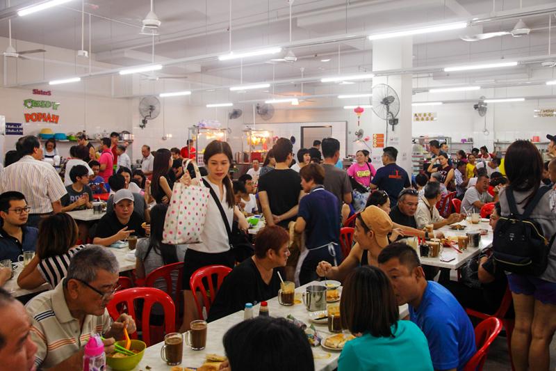 Ah Weng Koh Hainan Tea Crowd