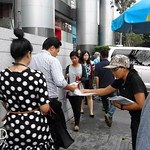 แจกใบปลิว ห้องเรียนนักลงทุนของตลาดหลักทรัพย์แห่งประเทศไทย