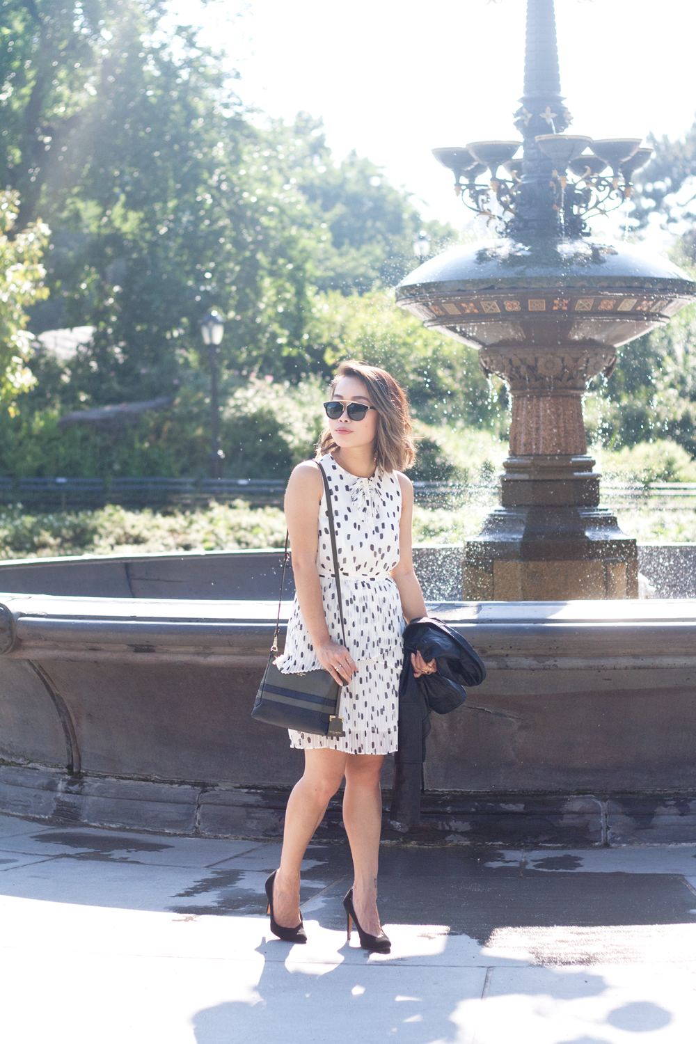 08nyc-centralpark-fountain-dots-dress-travel-fashion-style