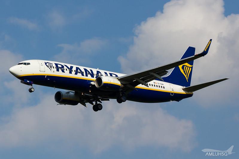 Ryanair - B738 - EI-DWI (1)