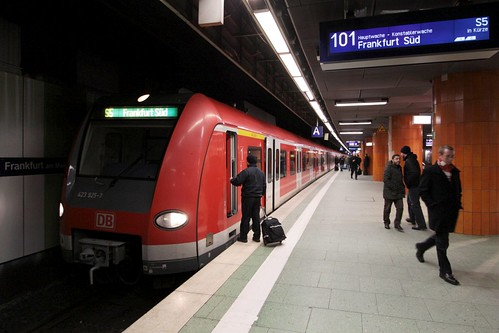 Changing drivers on S-Bahn line S5