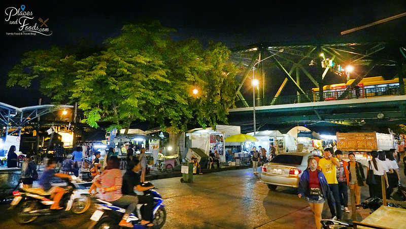 saphan phut night market with bridge