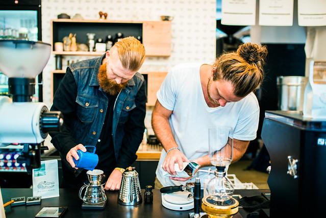 德國/慕尼黑–人與機器之爭–Man Versus Machine coffee roasters