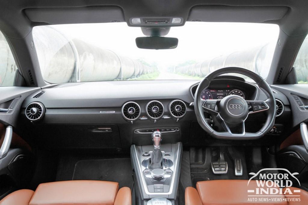 Audi-TT-Interior-Dashboard (2)