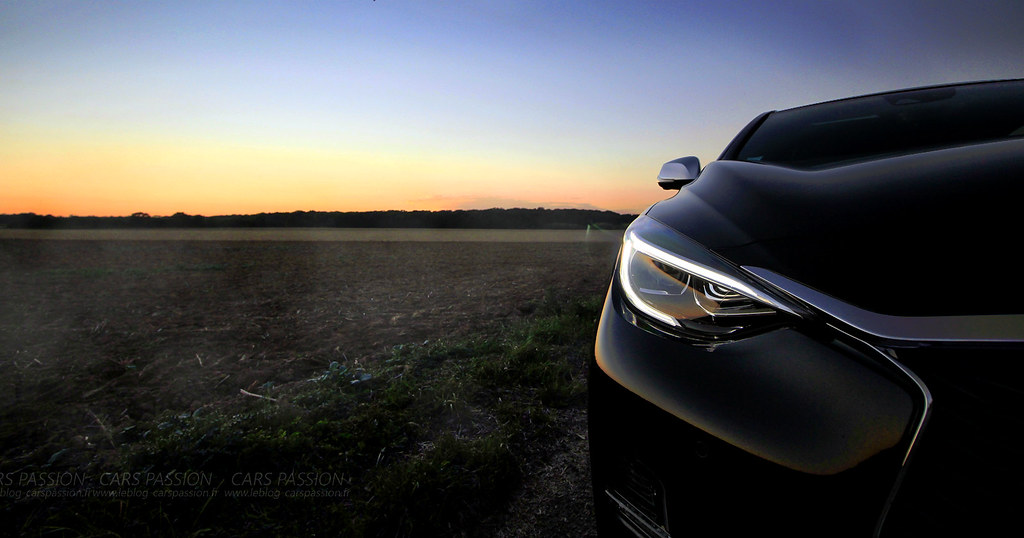 InfinitiQ30-sport--sunset