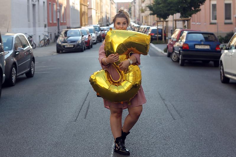fashionpassionlove-gewinnspielwoche-outfit-look-style-offshoulder-kleid-balenciaga-lookalike-boots23