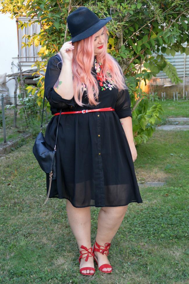 Outfit nero e rosso (6)