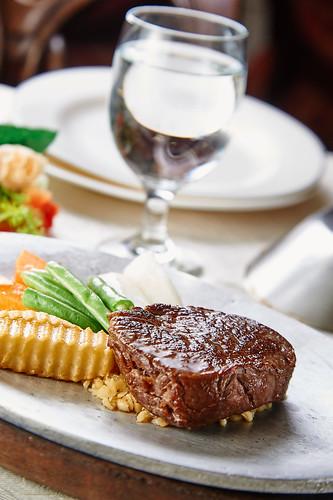 平價牛排吃不到的美味,新國際西餐廳走過50年歷史的5個秘密-菲力牛排(低溫)吃新意的搭配法(17)