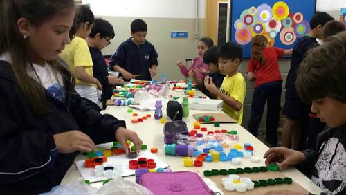 Aula de arte com materiais reciclados - unidade da serra