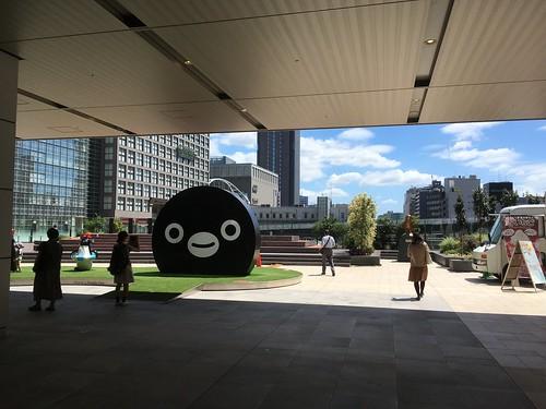 新宿駅新南口改札出たところの跨線橋デッキ 2016.8.19