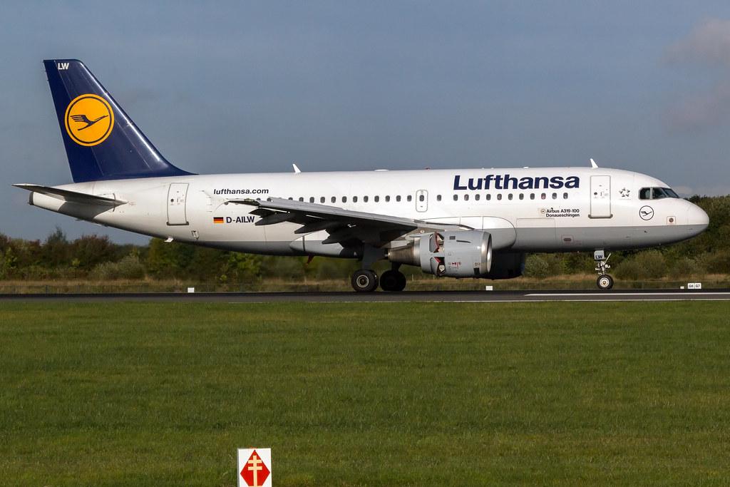 Lufthansa D-AILW A319-100 EGCC 04.10.2016