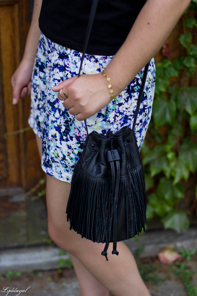 black off the shoulder tee, floral shorts, fringe bag-10.jpg