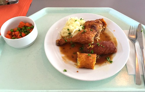 Chicken legs in thyme sauce with potatoe cream cheese pockets / Hähnchenkeule in Thymiansauce mit Kartoffel-Frischkäsetaschen