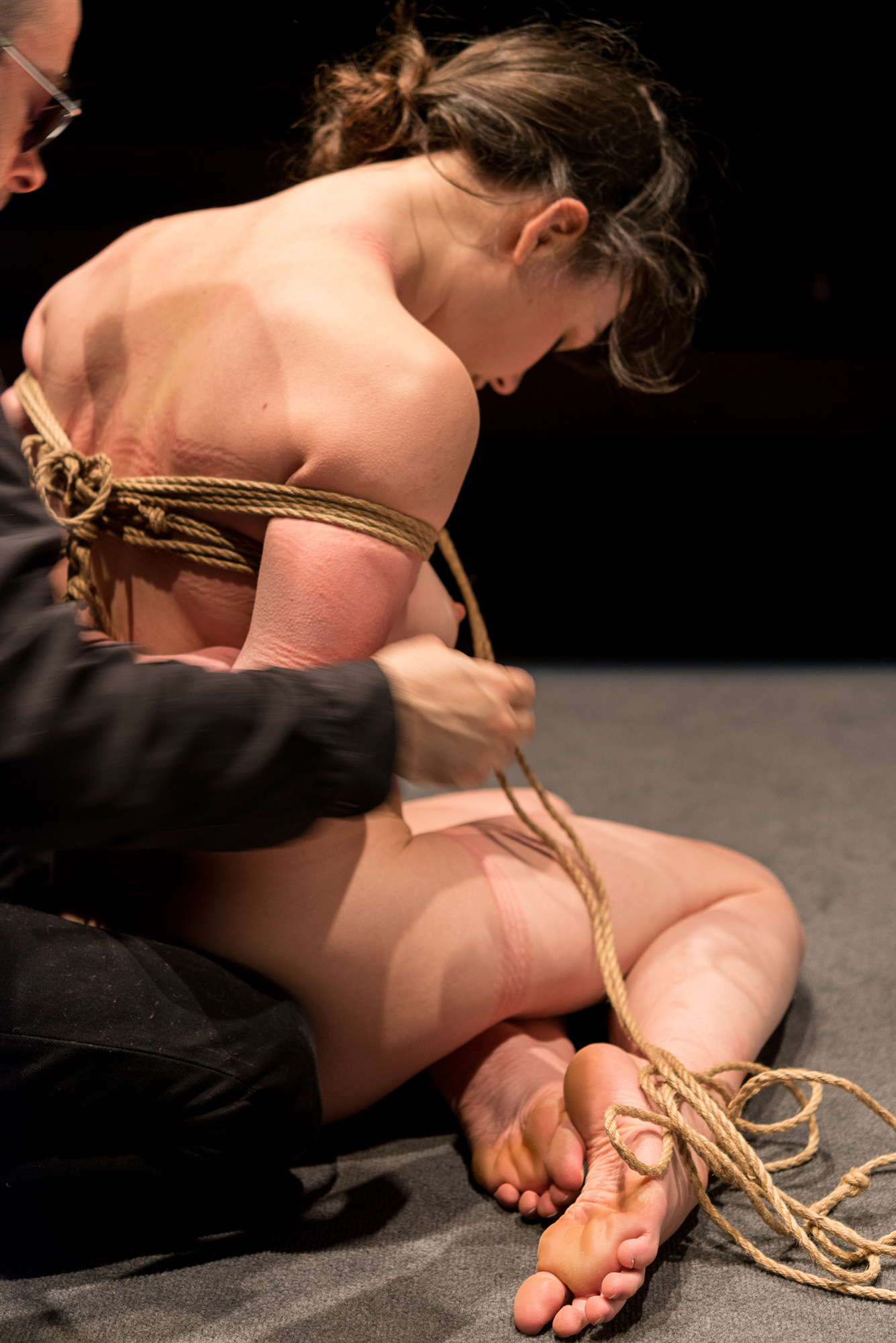 Pedro untying Gestalta at the end of a shibari performance