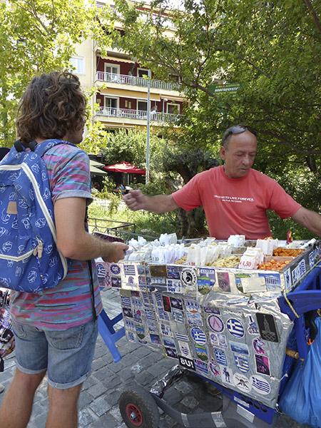paul achète des cacahuètes