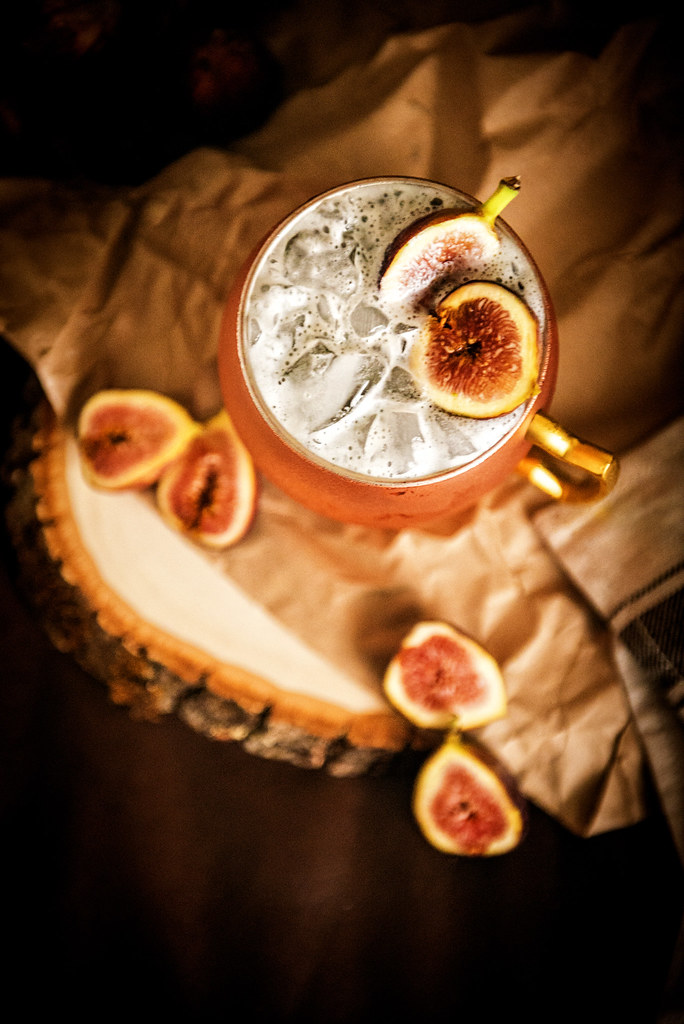 Muddled Fig Moscow Mule | I am OBSESSED with figs! And not wanting any of the bounty to go to waste, I added a few of the bad boys to my happy hour libation to create a fun seasonal Moscow Mule