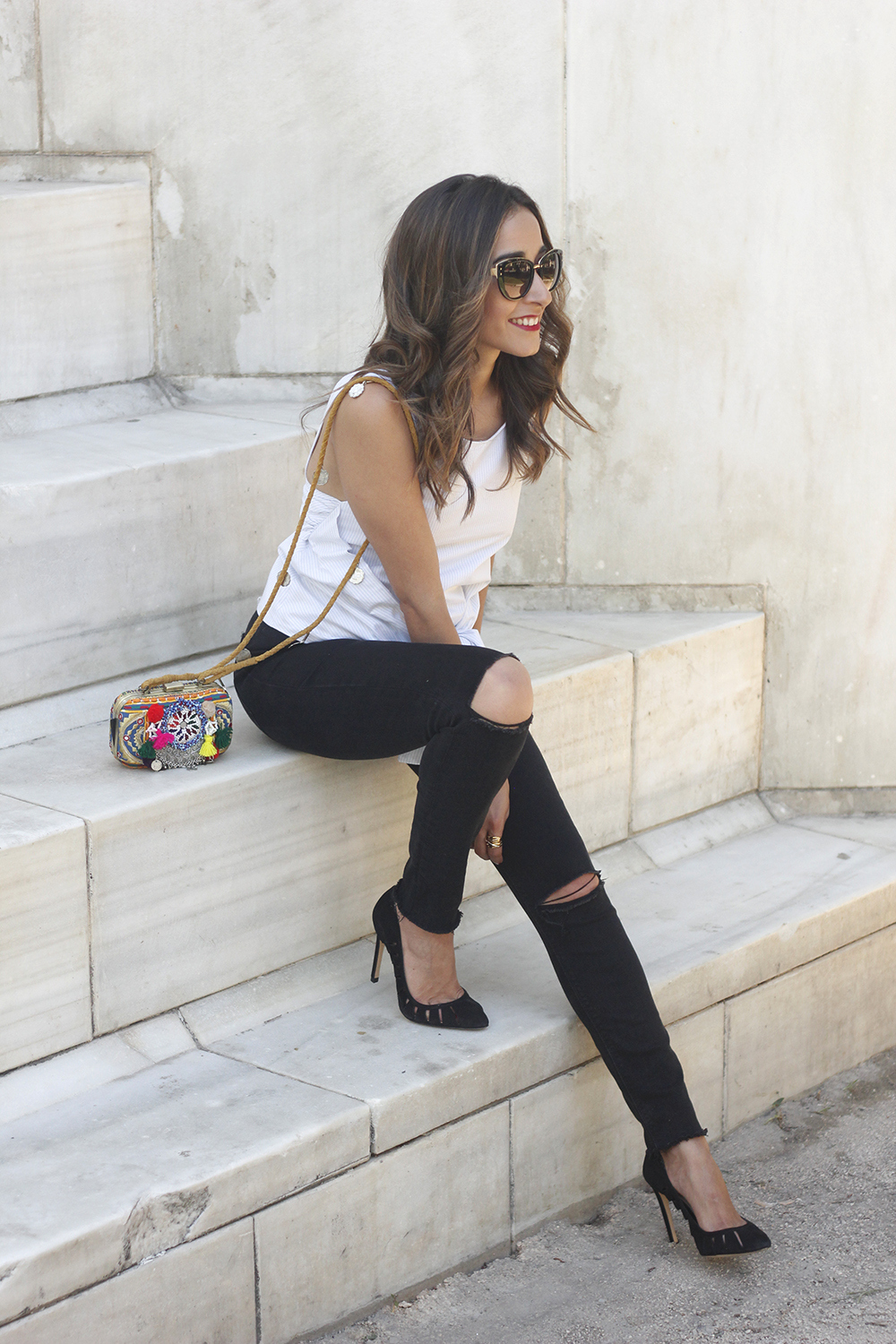 Knotted top black ripped jeans heels clutch sunnies summer outfit03
