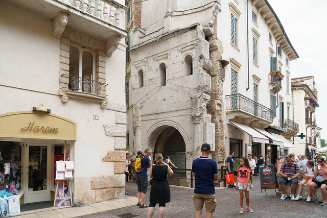 Porta Leoni