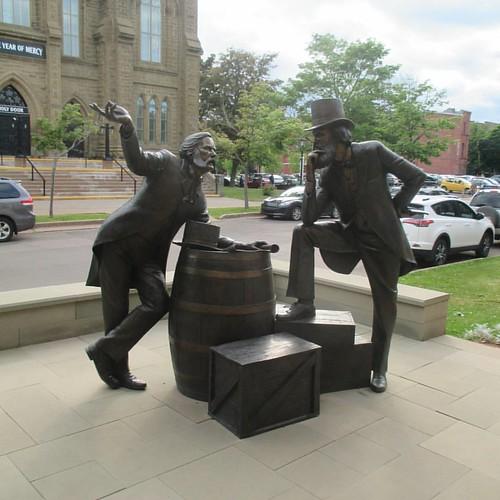 John Hamilton Grays #pei #charlottetown #greatgeorgestreet #johnhamiltongray #johnhamiltongrays #latergram #statue #nathanscott