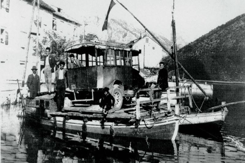 Паром Милошевича и Секуловича в Каменари