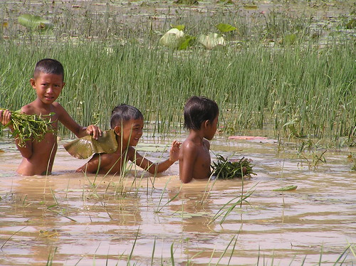 Children in Cheung Ek, Kandal Province, Cambodia. Photo by Adelia Ribier, 2006.
