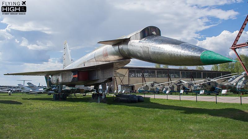 Sukhoi Su-100T-4