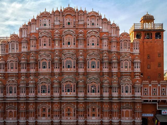 Facade of Hawa Mahal (Palace of Winds), Jaipur, India ジャイプール、風の宮殿正面