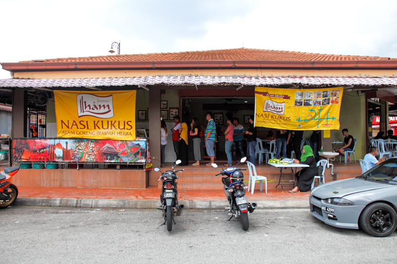 Ilham Nasi Kukus Queue