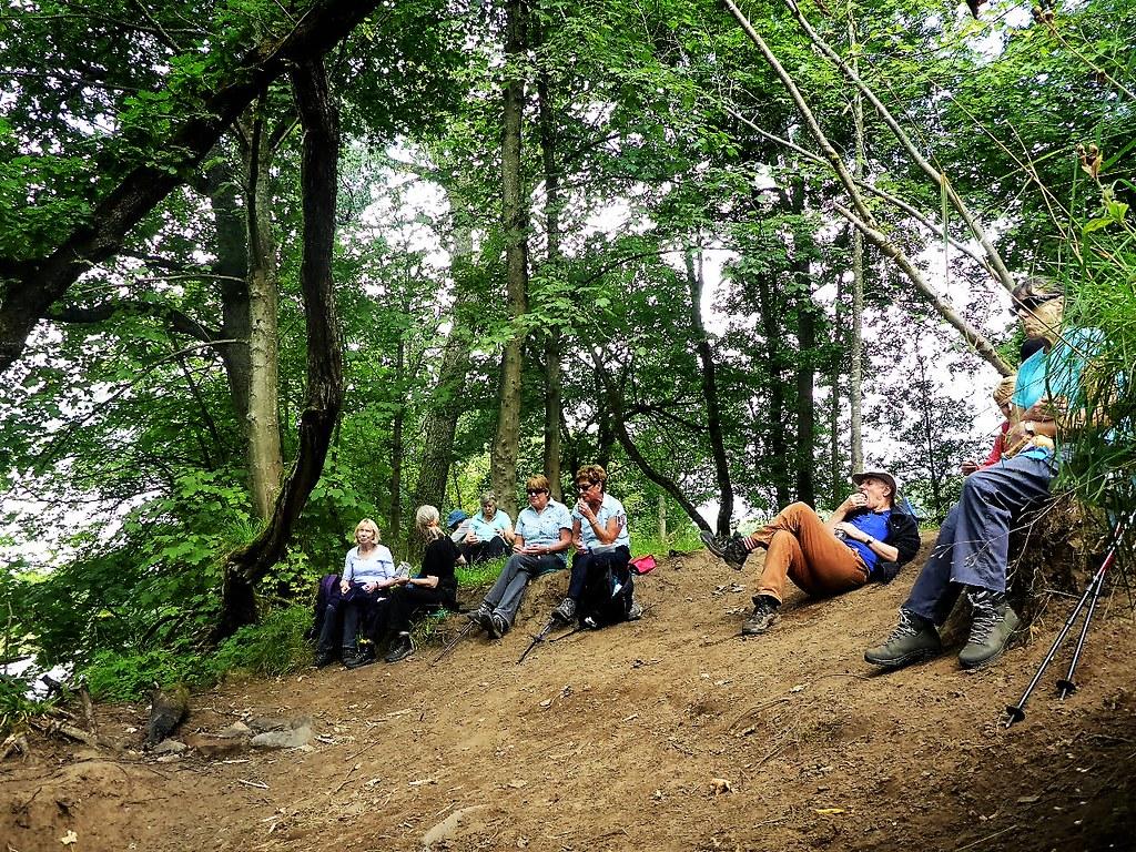Resting hikers, Clyde Walkway