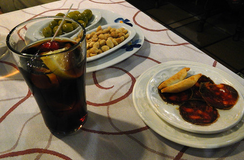 Vermut y tapas (Vermouth and Tapas) in Potes, Spain