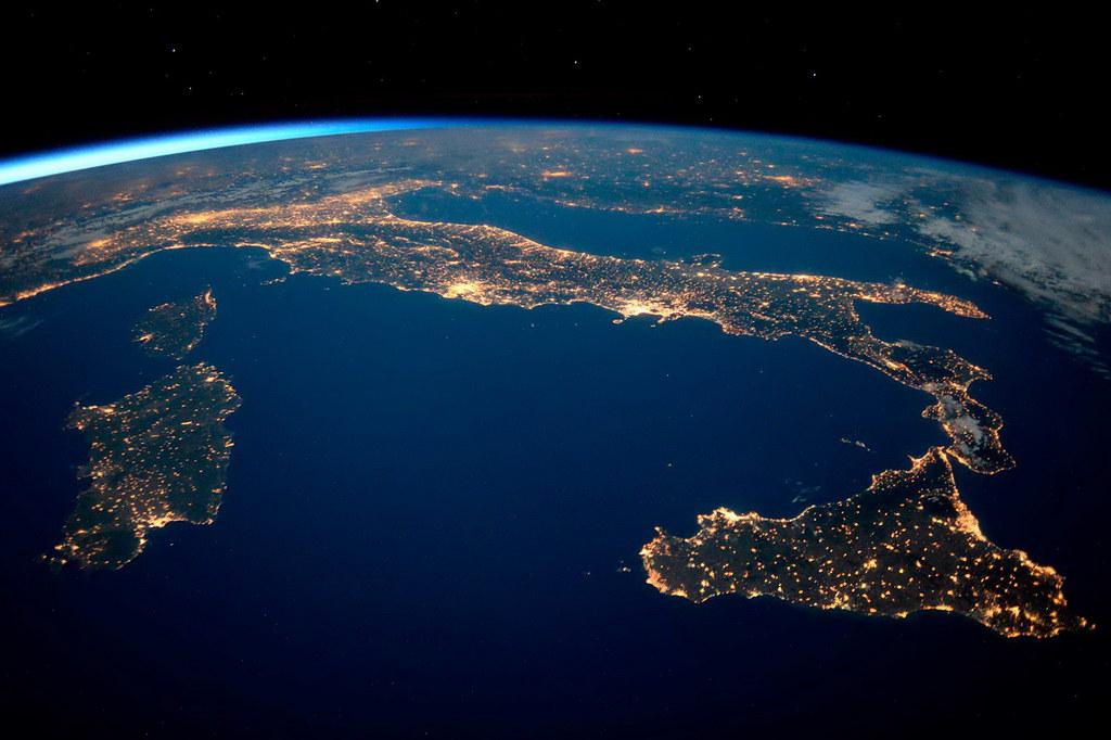 Экономика сквозь призму спутниковых данных