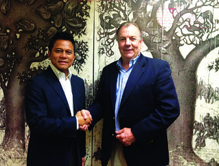 P.T. Dimitri Utama Abadi's CEO Soetikno Soedarjo (left) and ExecuJet Asia's Managing Director Graeme Duckworth (right). | by 8020 Communications