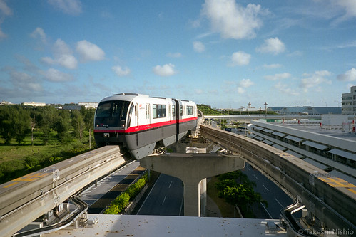 monorail arrives