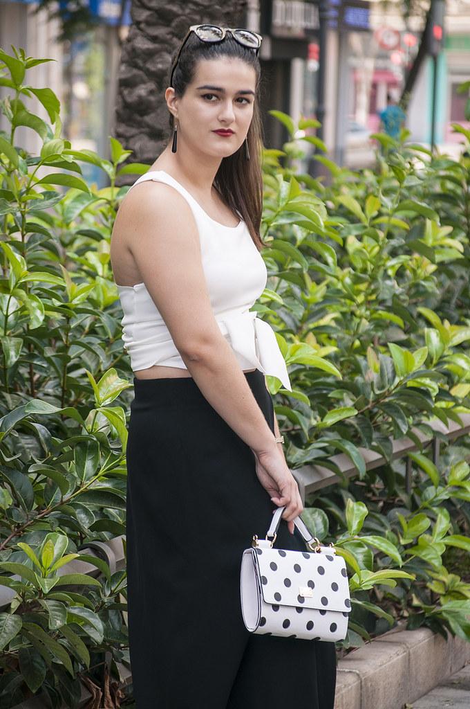 valencia spain fashion blogger somethingfashion, zara long skirt black, zig zag top multipossition, minimal fashion trends