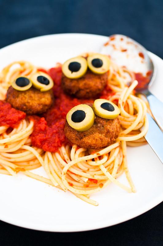 Spaghetti con polpette di pesce - Halloween