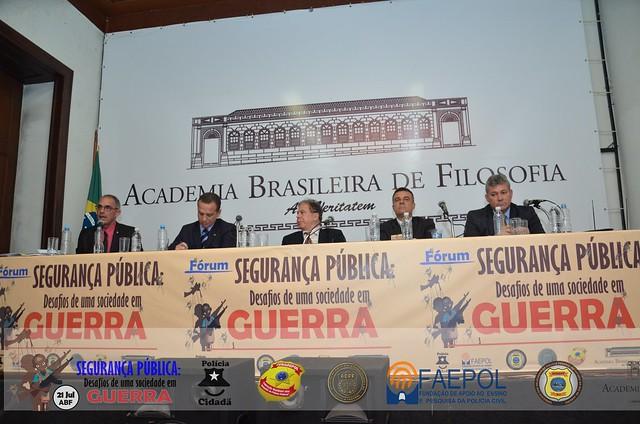 Fórum Segurança Pública: Desafios de uma sociedade em GUERRA