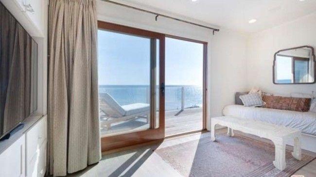 Вид на Тихий океан из окон спальни дома