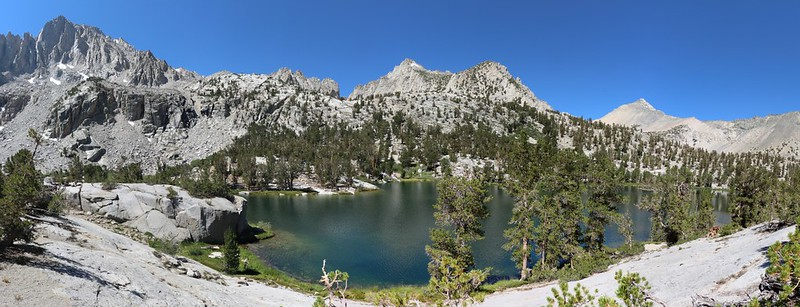 Matlock Lake panorama with University Peak, Kearsarge Peak, Kearsarge Pass, and Mount Gould
