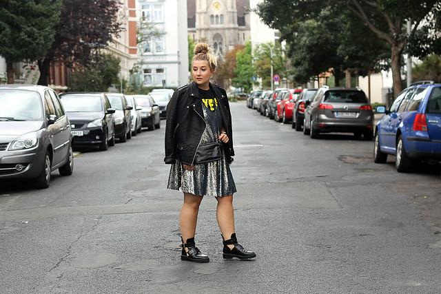 outfit-look-style-modeblog-fashionblog-pailettenkleid-über-shirt-zara-top-balenciaga-boots3