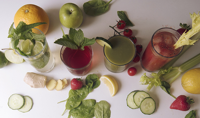 Fresh fruit & vegetable juices & cocktails