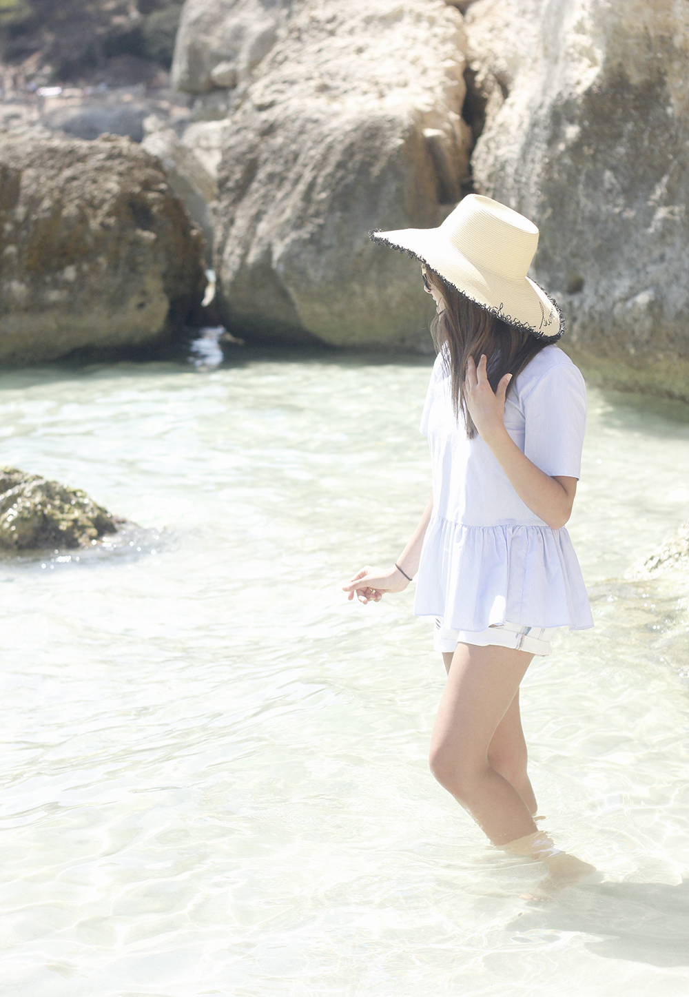 beach outfit blue blouse with bows shorts hat sunnies summer fashion style05