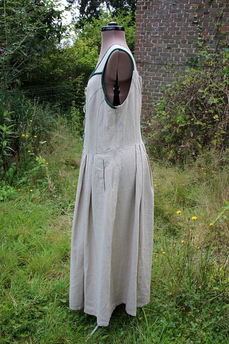 Plus size vintage renaissance fair/LARP dress