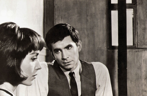 Elsa Martinelli and Anthony Perkins in Le procès (1962)