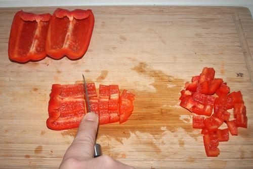 15 - Paprika zerkleinern / Mince bell pepper