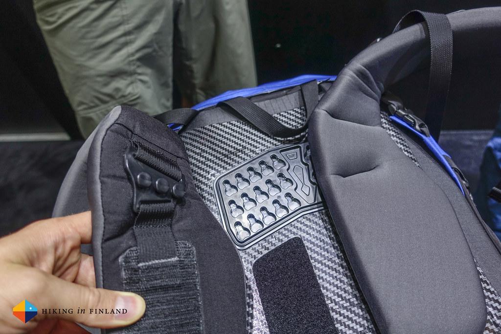 Adjustable shoulder straps of the Arc'teryx Bora AR Pack
