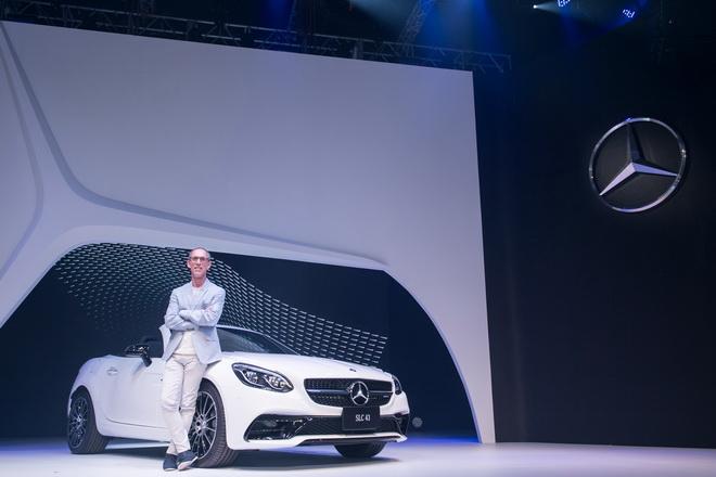 台灣賓士轎車業務行銷副總裁司達恆與性能巨星Mercedes-AMG SLC 43壓軸華麗登場!