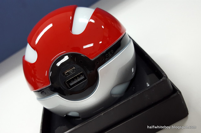 halfwhiteboy pokeball powerbank 01