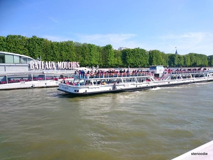 Bateaux Mouches cruises