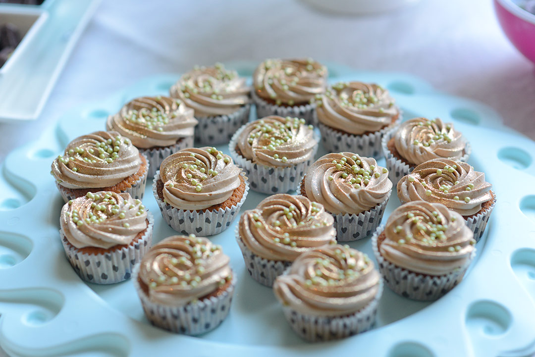 Gold glitter cupcakes